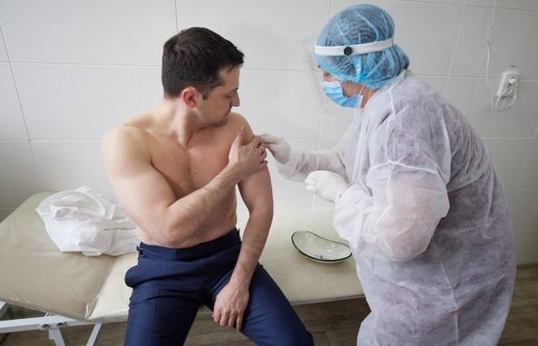 Зеленский сделал прививку от коронавируса