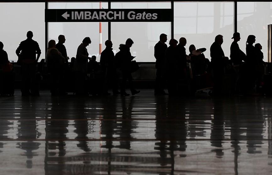 Аэропорты Италии массово отменяют и задерживают рейсы