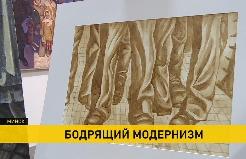 Что будет, если акварель заменить на кофе? Нестандартная выставка картин белорусских художников открылась в Минске