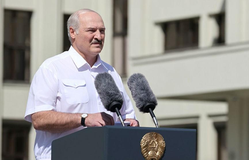 Лукашенко выступил на митинге на площади Независимости