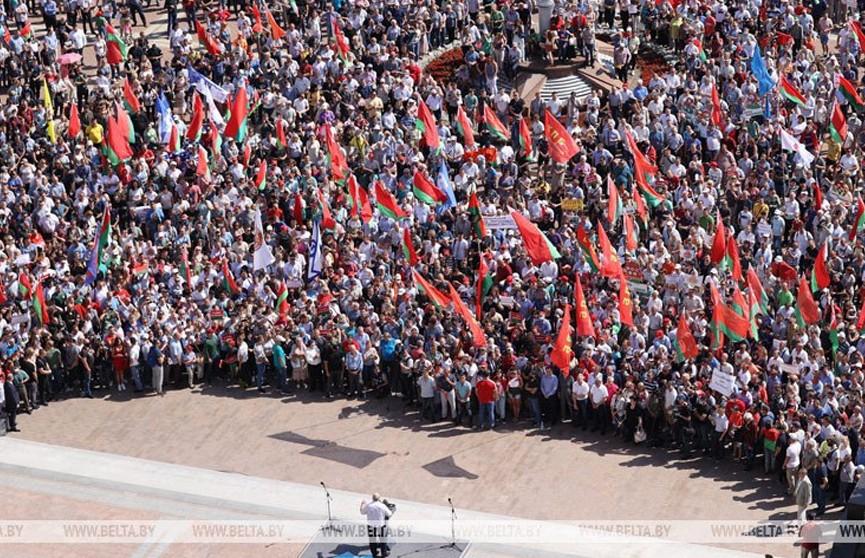 Лукашенко – гражданам: не толкайте людей к противостоянию