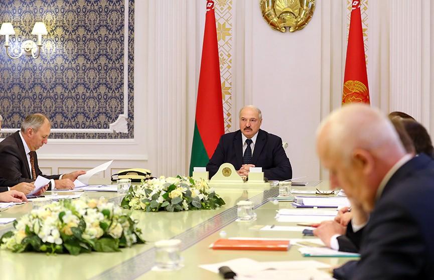 Лукашенко потребовал завершить уборочную кампанию до 7 ноября