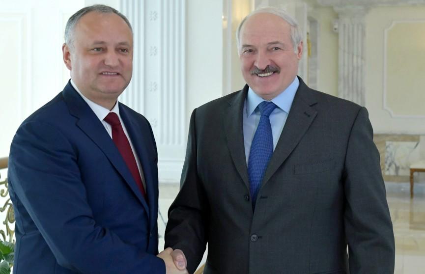 Александр Лукашенко и Игорь Додон обсудили двусторонние отношения и международную повестку