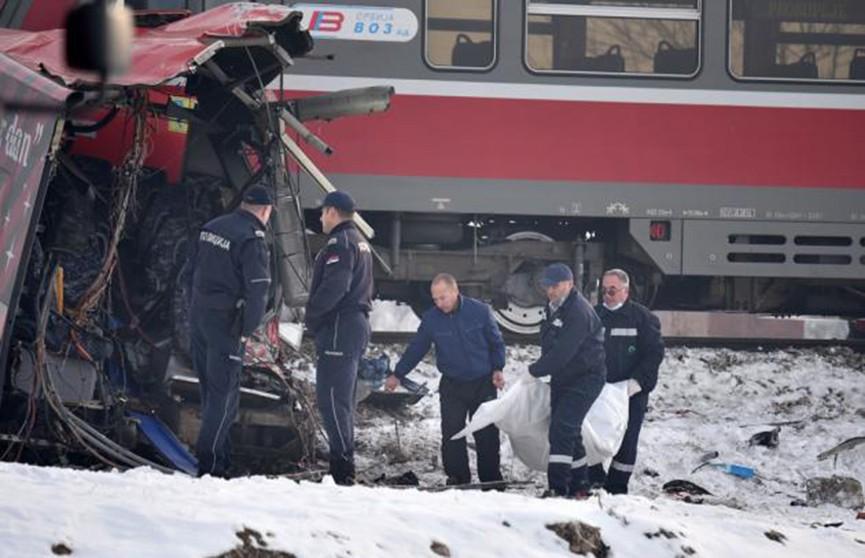В Сербии школьный автобус столкнулся с поездом: пять погибших, десятки раненых