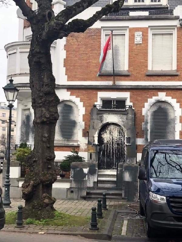 Посол Беларуси в Бельгии прокомментировал акт вандализма в отношении здания белорусского посольства в Брюсселе