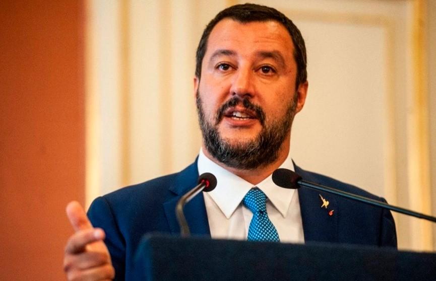 Итальянцы митингуют против министра внутренних дел и лидера ультраправой партии Маттео Сальвини