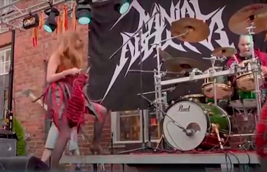 Первый чемпионат мира по вязанию под хэви-метал состоялся в Финляндии