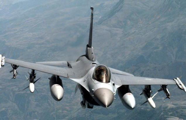 Истребитель F-16 разбился в Калифорнии