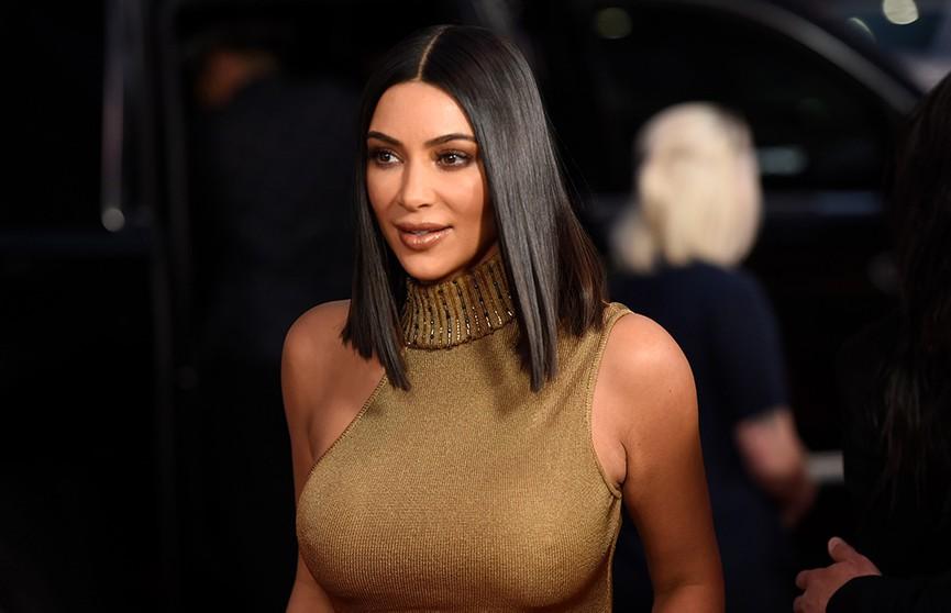 Ким Кардашьян показала костюм из кожи - фанаты в восторге от её форм (ФОТО)