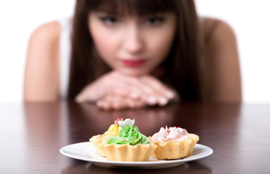 Диетолог назвала 3 способа справиться с желанием перекусить. И это не просто «попейте воды»!