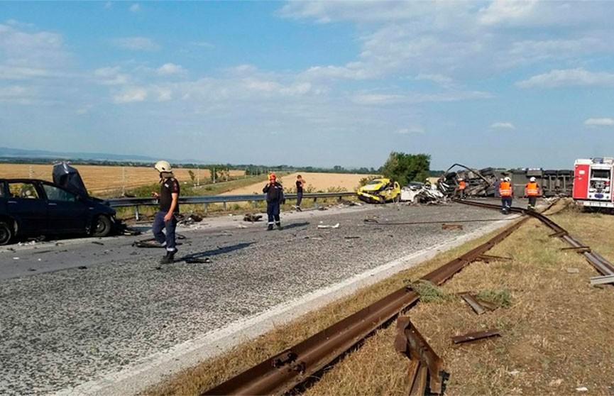 Фура вылетела на встречную полосу в Болгарии. Погибли шесть человек