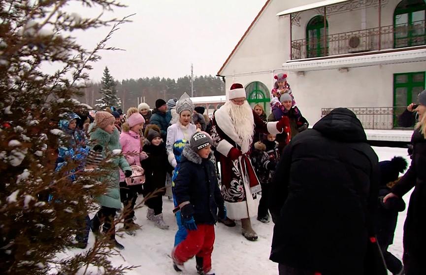 Старый Новый год отмечают у Дома милосердия в Минске: спортивные эстафеты, флешмоб, солдатская каша