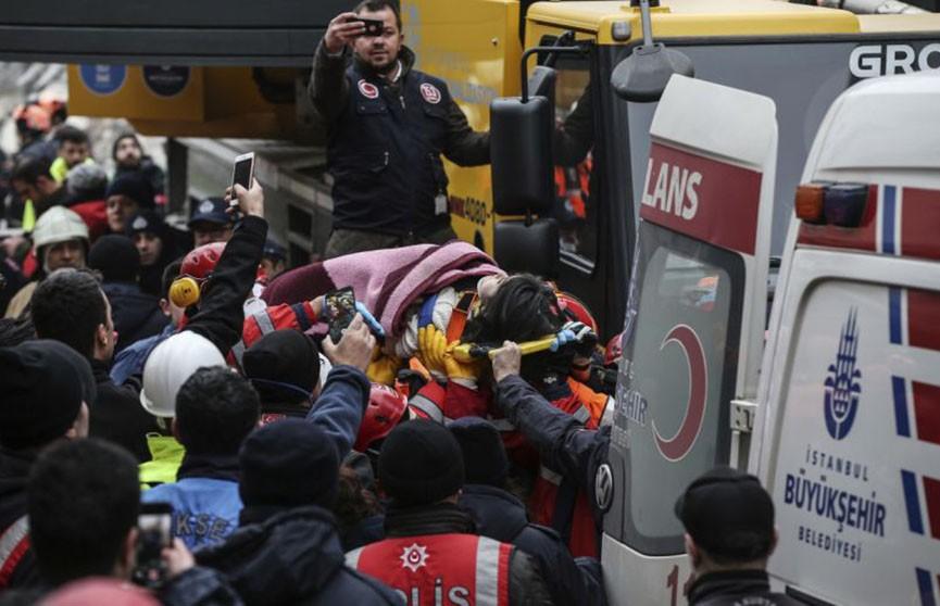 Число жертв обрушения жилого дома в Стамбуле возросло
