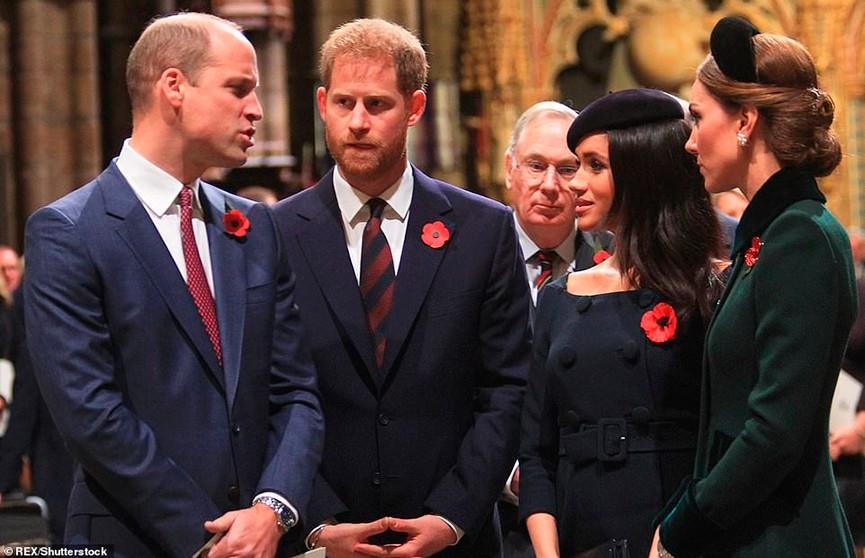 Почти не общаются: принцы Гарри и Уильям уже несколько месяцев не разговаривают друг с другом