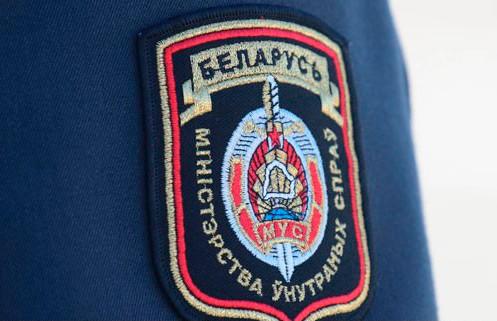 Лжемилиционер пил вино на улице в Браславском районе