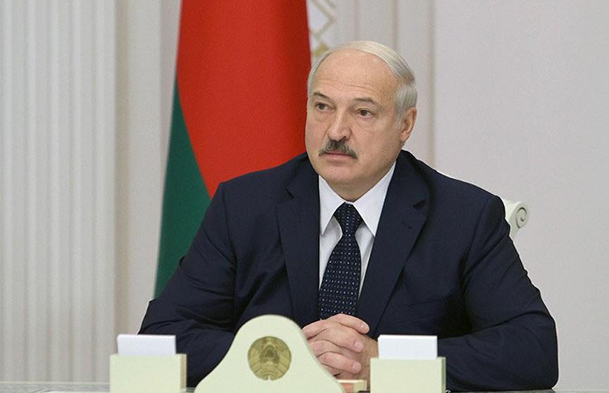 Лукашенко готов вести диалог с трудовыми и студенческими коллективами