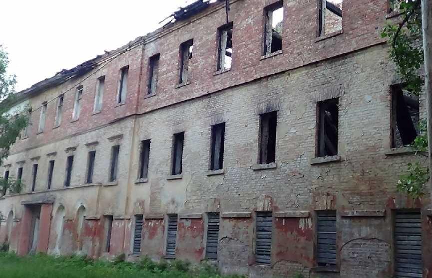 19-летнего парня зарезали в заброшенной казарме Бобруйска