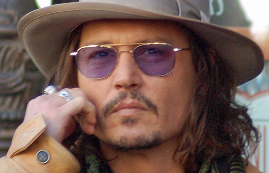 Бездомный проник в дом Джонни Деппа в Лос-Анджелесе. Он приготовил себе напиток и принял душ
