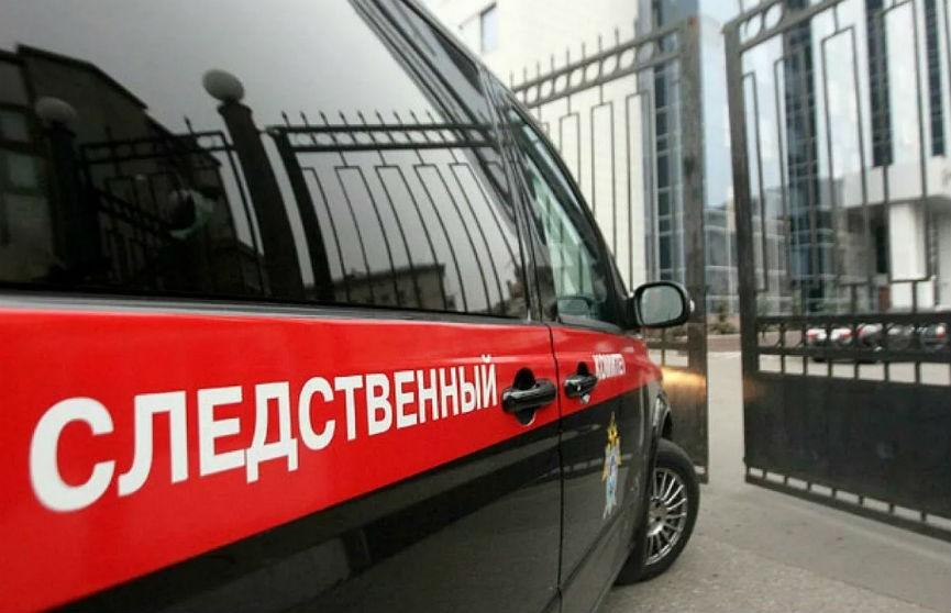 Брошенного в коляске полугодовалого ребенка нашли в подъезде в Петербурге