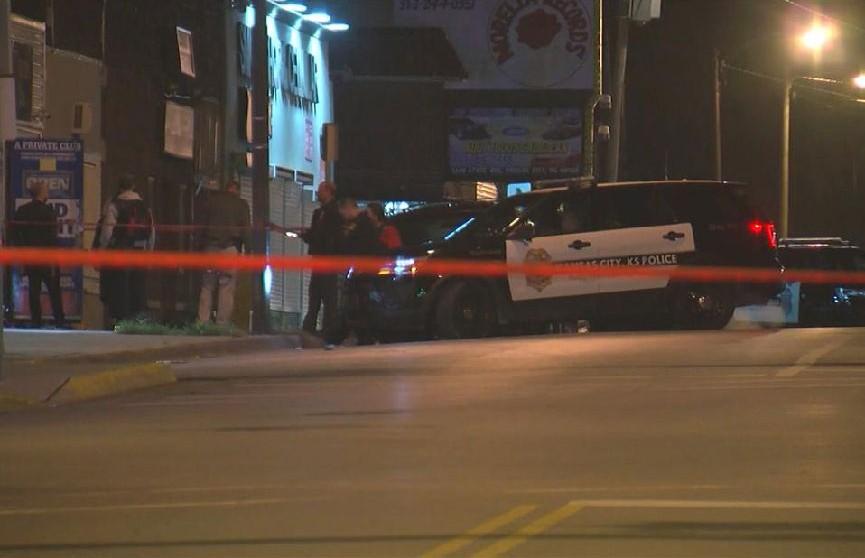 Неизвестный расстрелял бар в Канзас-Сити: четыре человека погибли