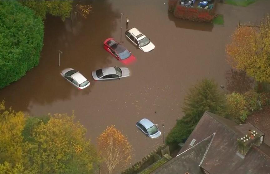 Аномальные дожди обрушились на север Англии