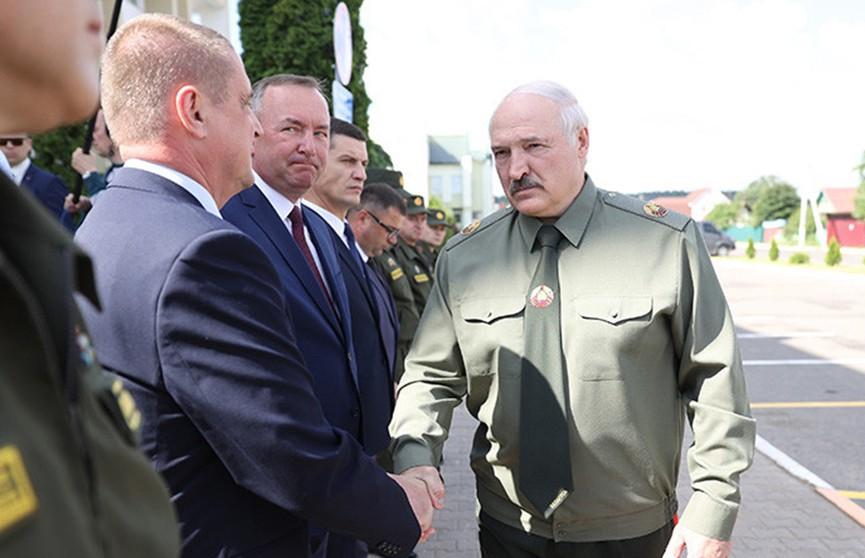 Лукашенко: Каждый глава семьи должен уметь защитить своих близких и свою землю. Итоги совещания по территориальной обороне
