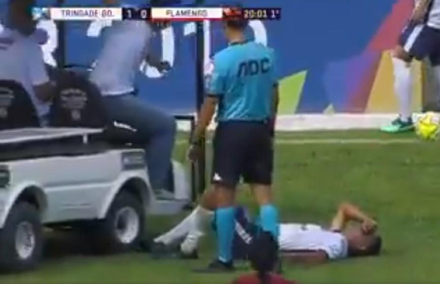 Курьёз из Бразилии: машина с врачами наехала на ногу футболиста, ждавшего от них помощи (ВИДЕО)