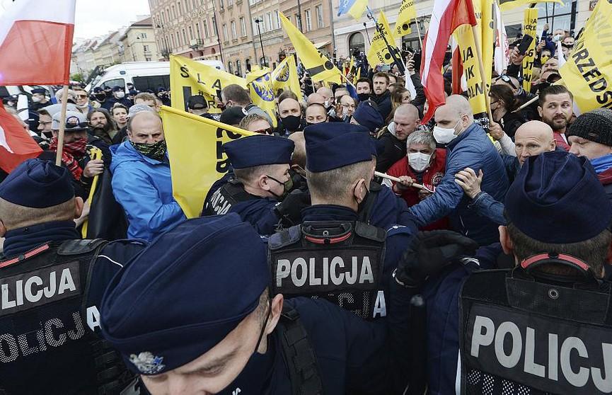 Столкновения с полицией в Польше: женщины против запрета абортов, фермеры – на грани разорения