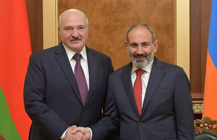 Лукашенко обсудил с Пашиняном белорусско-армянское сотрудничество