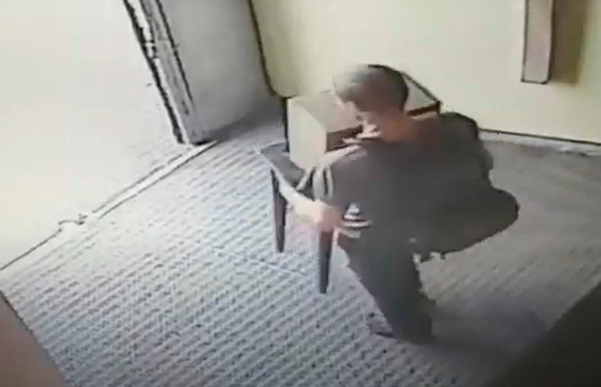 Гродненец похитил ящик с пожертвованиями из костела