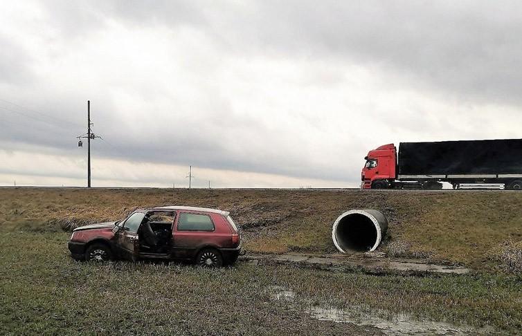 Из-за сильного ветра два автомобиля вылетели в кювет в Щучинском районе