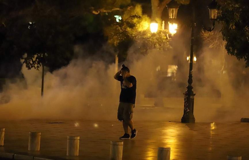 Анархисты напали на полицейский участок в Афинах: четверо стражей порядка пострадали