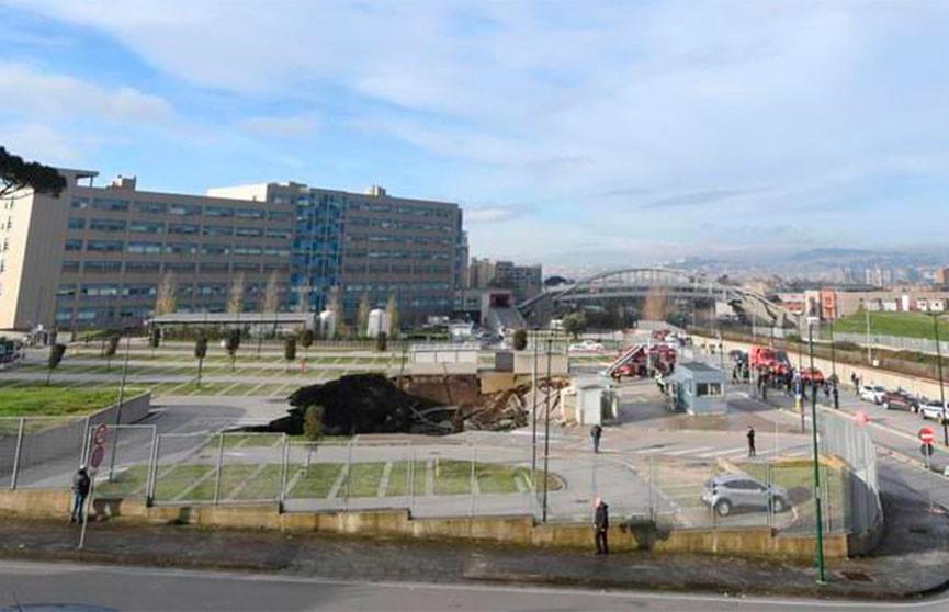Подземная парковка обрушилась в Неаполе