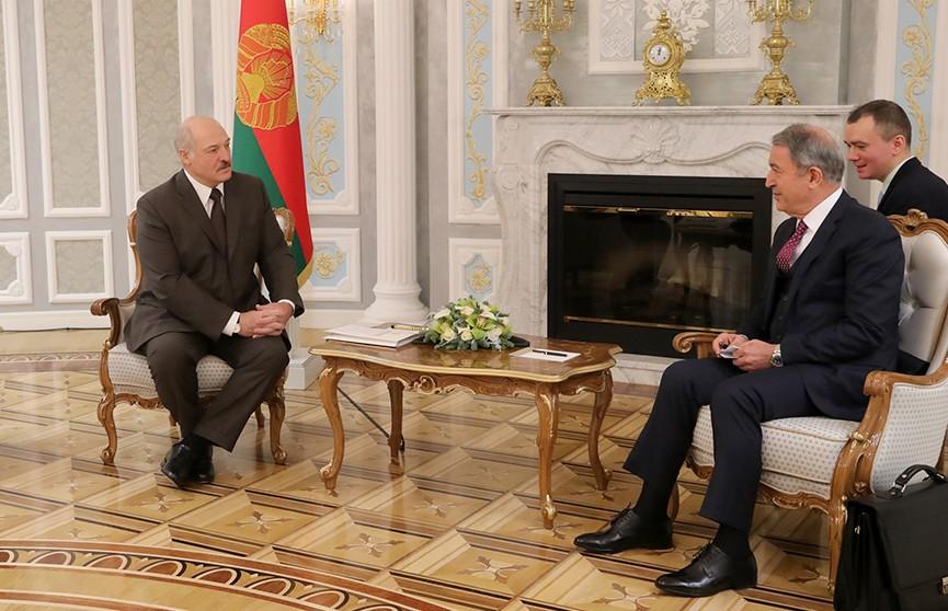 Президент провёл встречу с министром национальной обороны Турции