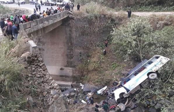 12 человек погибли в ДТП с автобусом в Индии