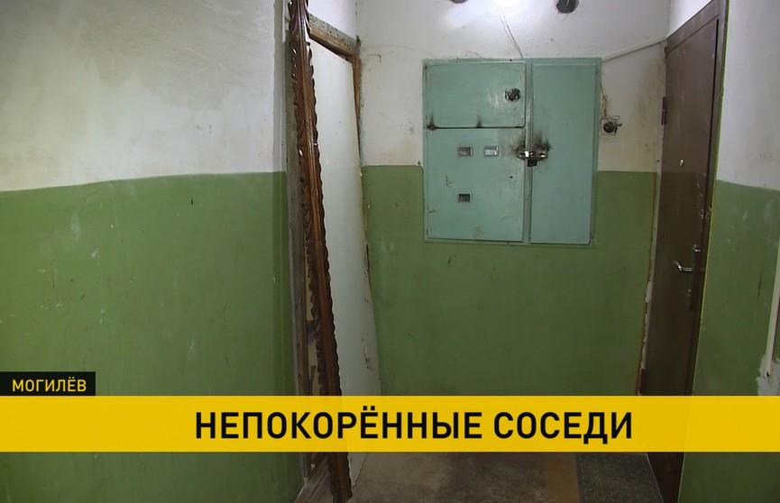 Жильцы могилёвской многоэтажки устроили в квартире притон: соседи не знают, как решить проблему