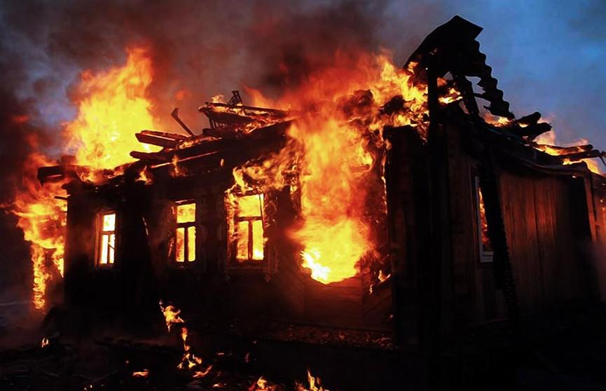 Двое мужчин стали жертвами пожара в Дзержинском районе