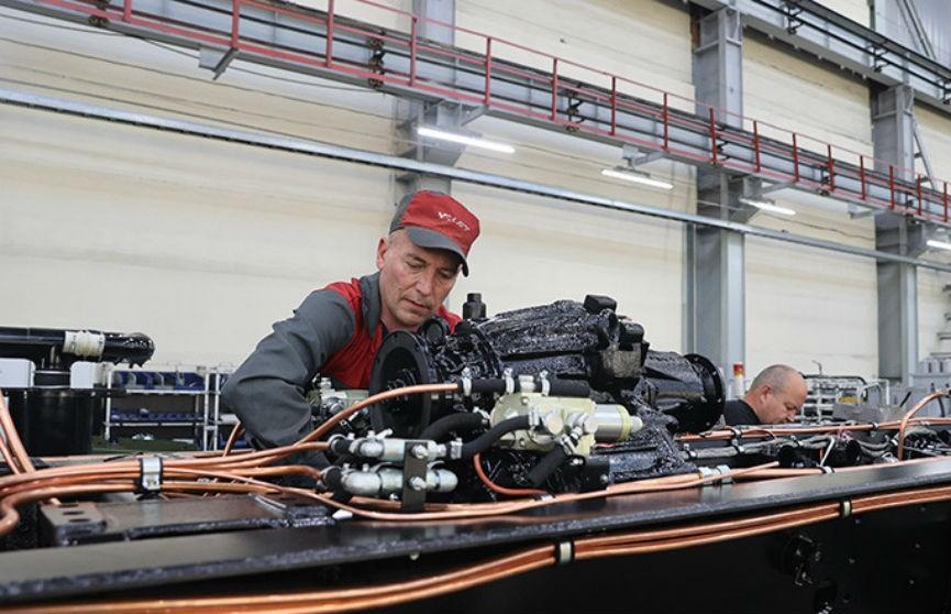 Лукашенко о предприятиях: «плохой» Президент держал лишнюю численность, чтобы людей не сокращали