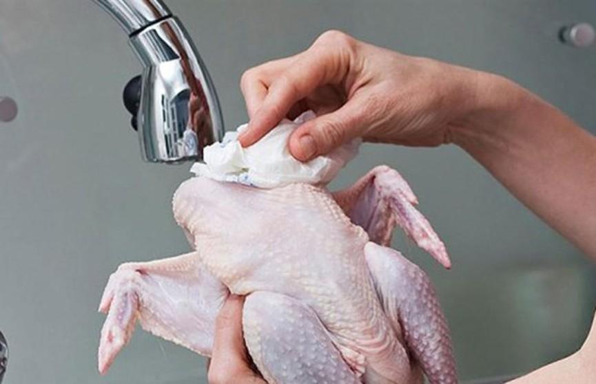Почему нельзя мыть курицу из магазина?