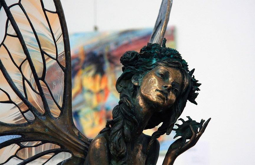Более 150 молодых белорусских художников представили свои работы на «Осеннем салоне»