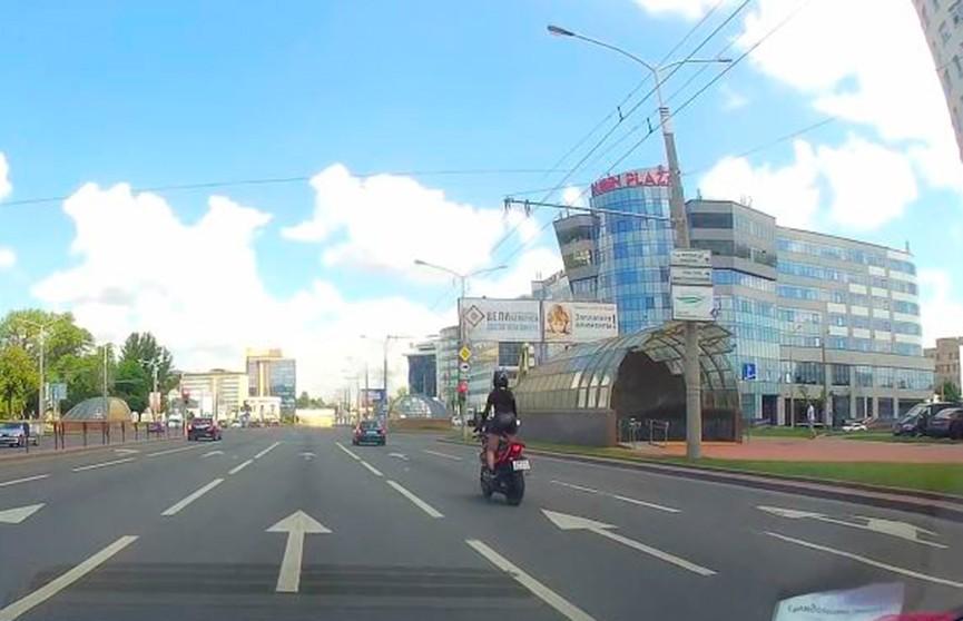 «Чёрная пантера» показала экстремальную езду на мотоцикле на улицах Минска