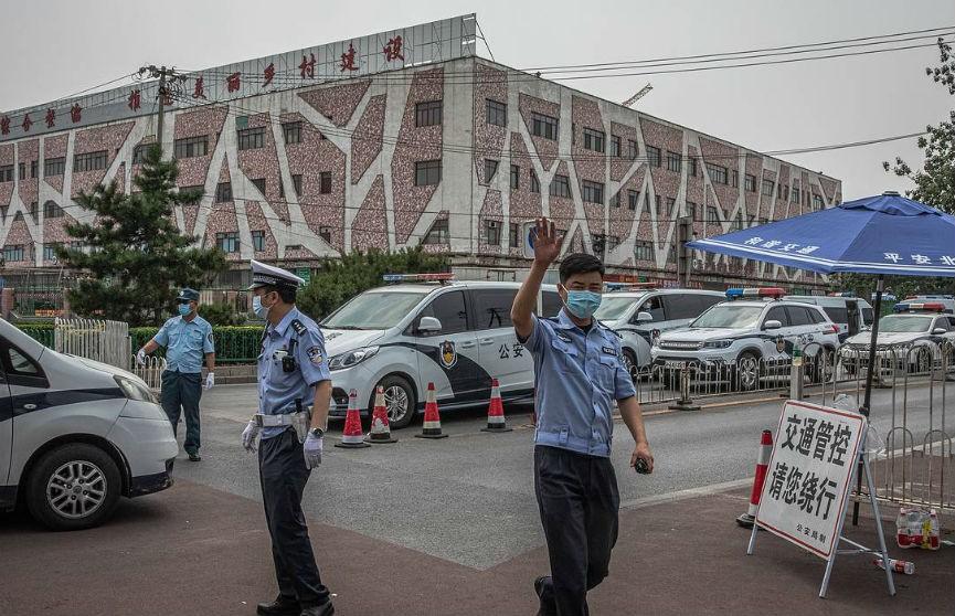 В Пекине введено военное положение из-за угрозы второй вспышки COVID-19