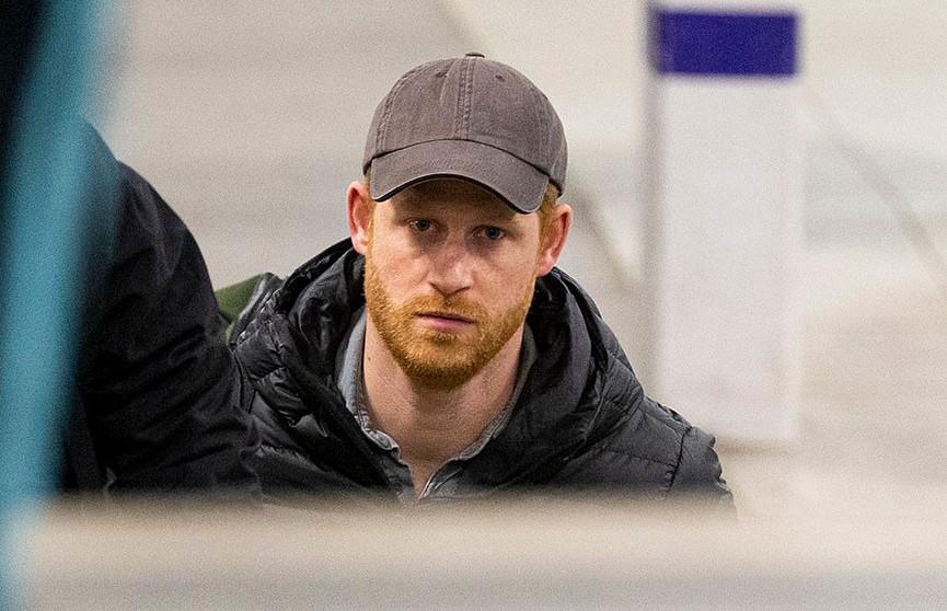 «Просто зовите меня Гарри!»: принц вернулся в Великобританию и удивил своим поведением