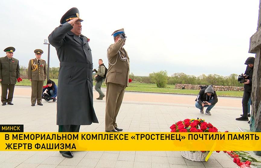 Венки к «Вратам памяти» и «Массиву имён» в Тростенце: память более 200 тысяч жертв фашизма почтили в Минске