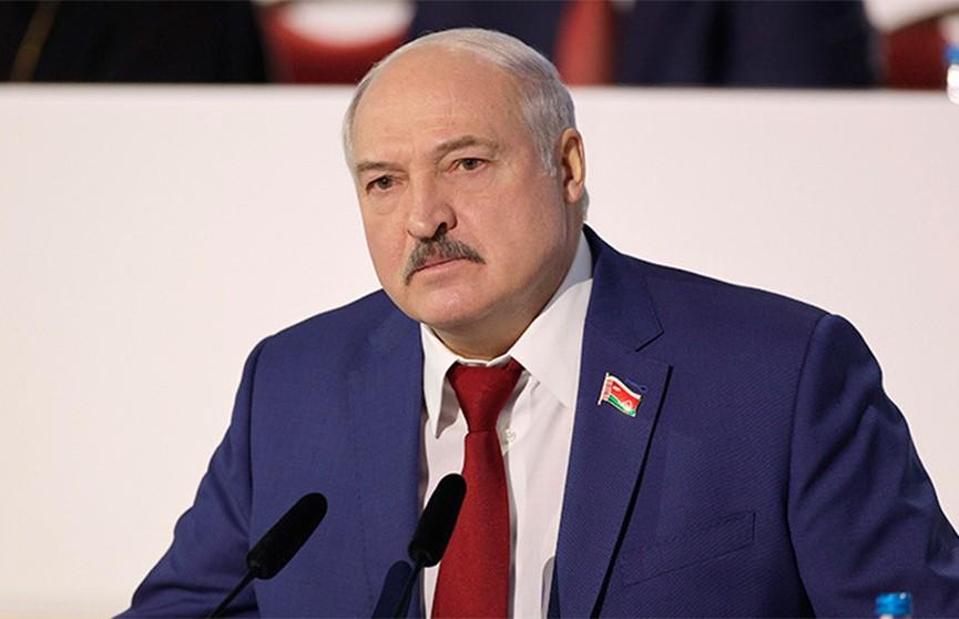 Лукашенко: Беларусь не Россия, власть здесь на колени перед бизнесом не станет