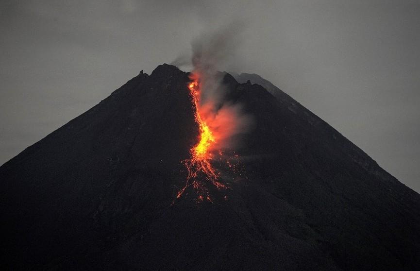 В Индонезии активизировался вулкан Мерапи. Эвакуированы около 500 человек