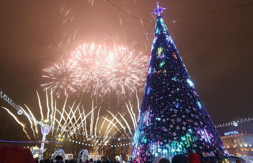 Новогодняя елка в Минске вошла в топ-5 самых высоких в СНГ