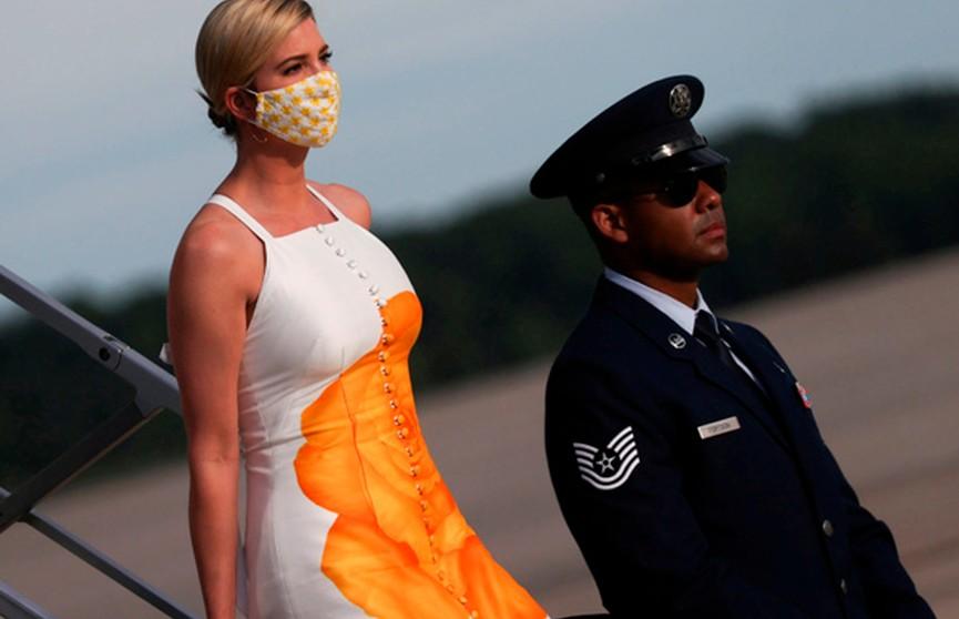 «Надела занавеску для душа»: платье Иванки Трамп обсуждают в соцсетях
