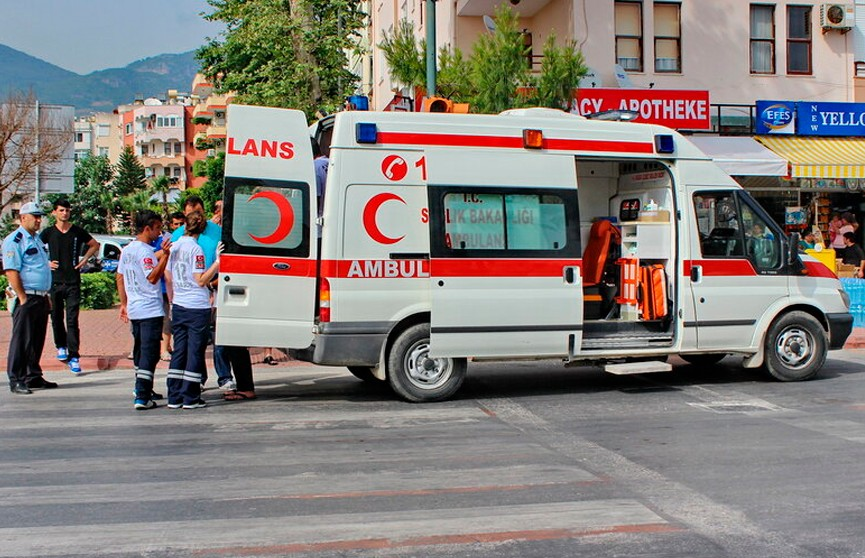 Четыре раза пережила клиническую смерть девочка, руку которой засосало в трубу бассейна в Турции