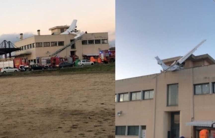 Лёгкий самолёт рухнул на крышу АЗС в Испании: погибли два человека
